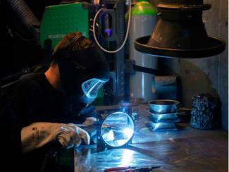 På BM Silos fabrik foregår der stadigvæk en masse manuelt arbejde. Men en lang række processer og det mere repetitive arbejde er automatiseret og har givet en mere rentabel forretning.